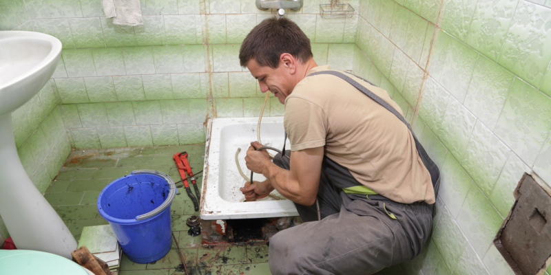 A professional commercial plumber has a keen eye for plumbing details