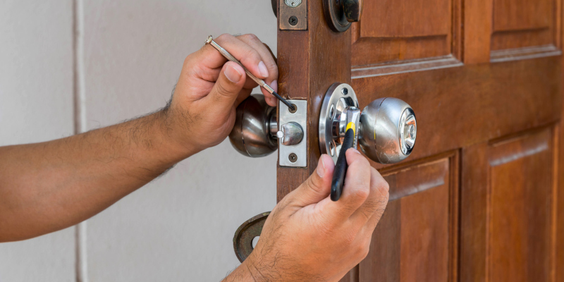 How Security 101: How to Locate Professional Locksmith Services